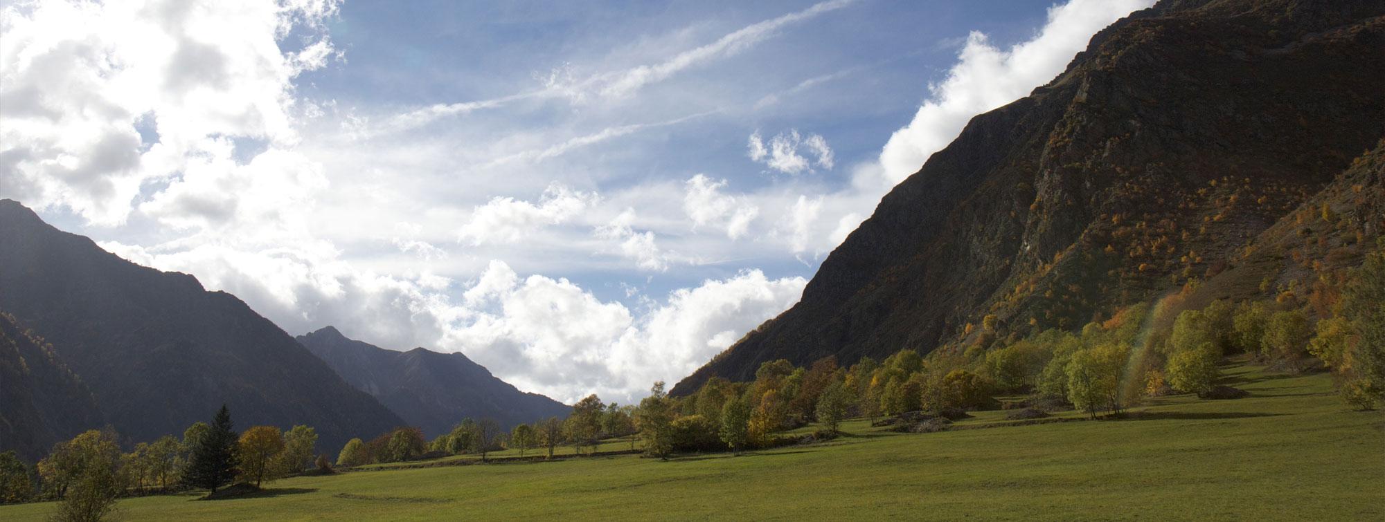 Valjouffrey dans le Valbonnais paysage de montagne en automne