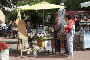 Martine au marché rencontrer une herbaliste passionnée